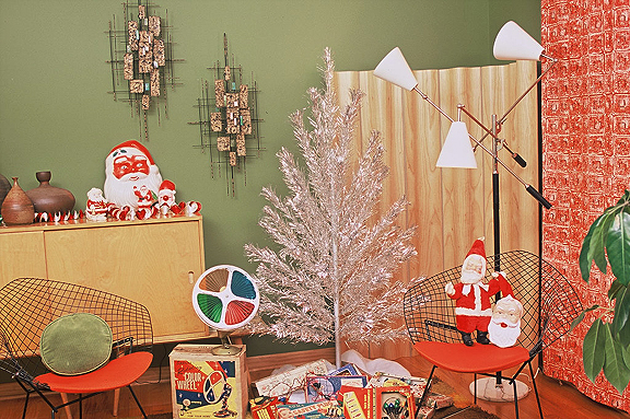i love mid century modern furnishings while i cannot figure out a way to either afford them or make them work in our mountain log home - Mid Century Christmas Decor